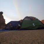 Nous plantons la tente sur une route condamnée