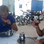 Après un bon Tajine à 1,50€ nous dégustons l'excellent thé à la menthe concocté par le chef.