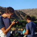 La caméra et l'appareil photo doivent être protégés du sable. Ce que nous essayons de faire...