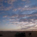 Lemsid. Installés de nuit, c'est seulement le matin que nous découvrons notre environnement.
