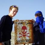 Sahara Occidental. Territoire non autonome selon l'ONU. Cette ancienne colonie espagnole n'a toujours pas trouvé de statut définitif sur le plan juridique, plus de 30 ans après le départ des Espagnols en 1976. Le Sahara Occidental est en proie à un conflit opposant les indépendantistes sahraouis au Maroc qui revendique sa souveraineté sur l'ensemble du territoire. Plus d'info ici : http://fr.wikipedia.org/wiki/Sahara_occidental