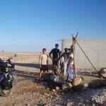 Aujourd'hui, c'est ce puits qui nous a permis de remplir nos 8 litres d'eau par personne. Soit un total de 24 litres à 3, en 24H, pour boire, cuisiner et nous laver.