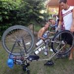 C'est à Saly que nous pofitons d'un peu de confort et d'espace pour remettre nos vélos en état suite aux 4000km parcourus.