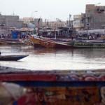 La communauté des pêcheurs de Saint-Louis est l'une des plus importantes de l'Afrique de l'Ouest. Guet Ndar est le quartier des pêcheurs, où vivent plus de 25 000 personnes, sur une étroite langue de sable.