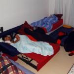 Curitiba. Pedro, un excellent couchsurfeur, nous héberge dans son 20m² ainsi que 2 autres brésiliens. Nous nous retrouvons à 6, plus nos 3 vélos, dans cet espace réduit. L'ambiance y est tellement bonne que nous y restons finalement 3 jours.