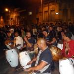 Tous les dimanches soir, dans Montevideo, les rues s'animent de spectacle de danse, de musique et de théâtre en plein air.