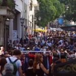 Chaque dimanche le quartier San Telmo est envahie sur plusieurs kilomètres par les curieux, les touristes, les fouineurs, les artistes, les vendeurs,... un grand marché folklorique où les contrastes de couleurs rivalisent avec l'originalité des biens vendus sur les étales...