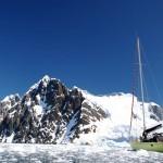 A mesure que nous avançons, la glace se fait de plus en plus dense. Quelques minutes plus tard nous enverrons Morgan en haut du mat pour qu'il nous indique le chemin le plus judicieux.