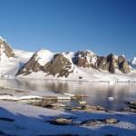 C'est ici, à Peterman, que nos 3 amis avaient hiverné, laissant volontairement leur voilier « Kim » se faire prendre par les glaces, 9 moins durant.
