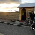 """En 72h de """"Vélo-Stop"""" nous réalisons plus de 1000km. Nous avons été contraint de faire un détour par Punta Arenas pour réparer de la casse et pouvoir repartir vers Puerto Natales..."""