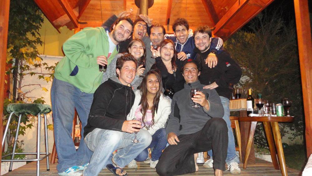 Talca, Chili. Nous arrivons chez Dani, rencontrée à Montevideo, et fêtons l'anniversaire de Siphay de la meilleure des manières. Un asado, du Pisco et du Vino :) Dani et sa famille nous ont gâté et nous avons eu beaucoup de mal à quitter ce foyer où une excellente ambiance règne et où la générosité n'a pas de limite...