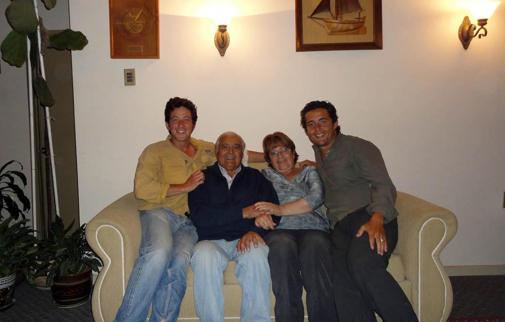 Quilpué, Chili. A l'aube de ses 80ans, José Luis, le grand père de Siphay, est toujours en pleine forme. Ancien Commando de Marine et navigateur averti il nous fait rêver en partageant sont vécu riche et intense. Les retrouvailles avec son petit fils sont émouvantes.