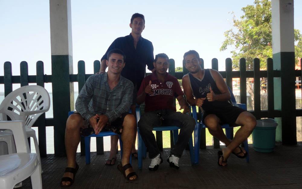 Itaituba, Amazonie, Brésil. Jayudo, est un chauffeur de camion passionné de moto. Lorsqu'il nous a vu sur les pistes difficiles de la transamazonienne il s'est arrêté pour discuter avec nous... nous l'avons retrouvé dans la ville d'Itaituba où nous avons partagé une soirée ensemble.