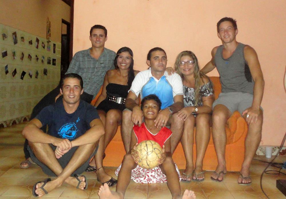Santarém, Brésil. Alana, renconctrée à Alter do Chao, nous invite dans la maison familiale à Santarém avant notre départ vers Manaus. Elle est masseuse professionelle à Belem et sa mère est membre de la police de Santarem.