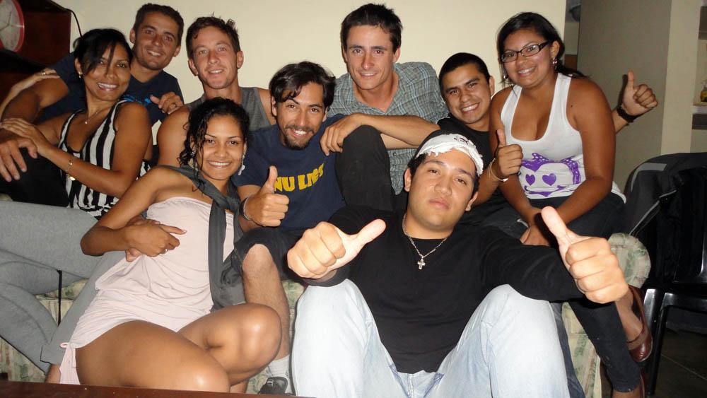 San Cristobal, Venezuela. Une partie de l'équipe Mi Vuelta En Bici Ruta Extrema réunie sur cette photo. C'est Jazz qui nous héberge chez lui le temps de notre séjour dans cette charmante ville des Andes vénézueliennes...