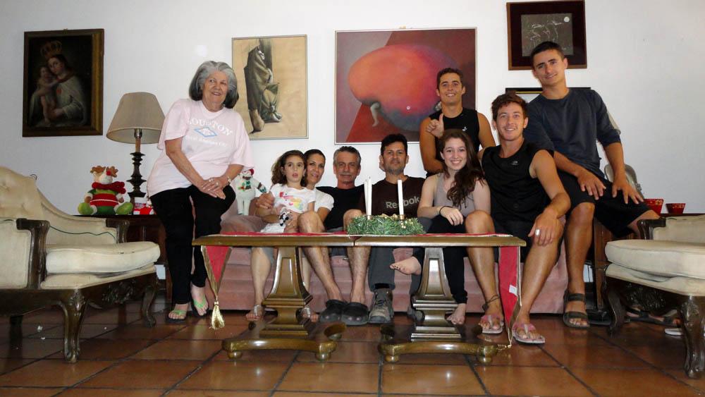 San Salvador, El Salvador. Nous retrouvons le nouvel oncle de Siphay qui vit à San Salvador depuis quelques années. Et nous avons été impressionné de le voir passer de l'espagnol à l'allemand en passant par le français ou l'anglais... Nous avons eu un grand plaisir à rencontre Rainer et sa famille.