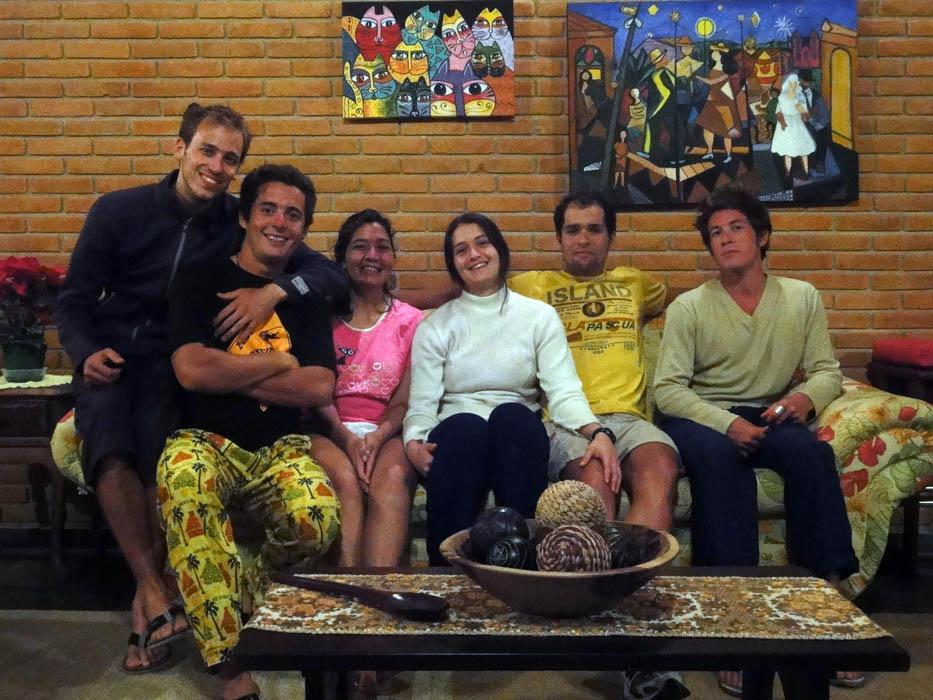 Péruibe, Brésil. Antonella, une couchsurfeuse, et sa famille nous ont ouvert les portes de leur superbe villa situé aux abords de la jungle du parc écologique de Jureia-Itatins.