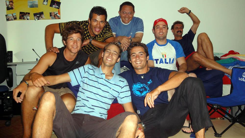 Curitiba, Brésil. Pedro, une couchsurfeur exceptionnel !!! Nous passons 3 jours et 3 nuits à 6 (plus nos 3 vélos) dans un 20m²... une ambiance au top, un séjour que nous n'oublierons jamais.