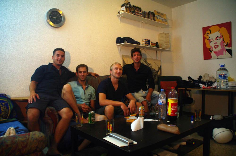 Barcelona, España. Benjamin nous accepte chez lui pour deux nuits dans le confort de son appartement