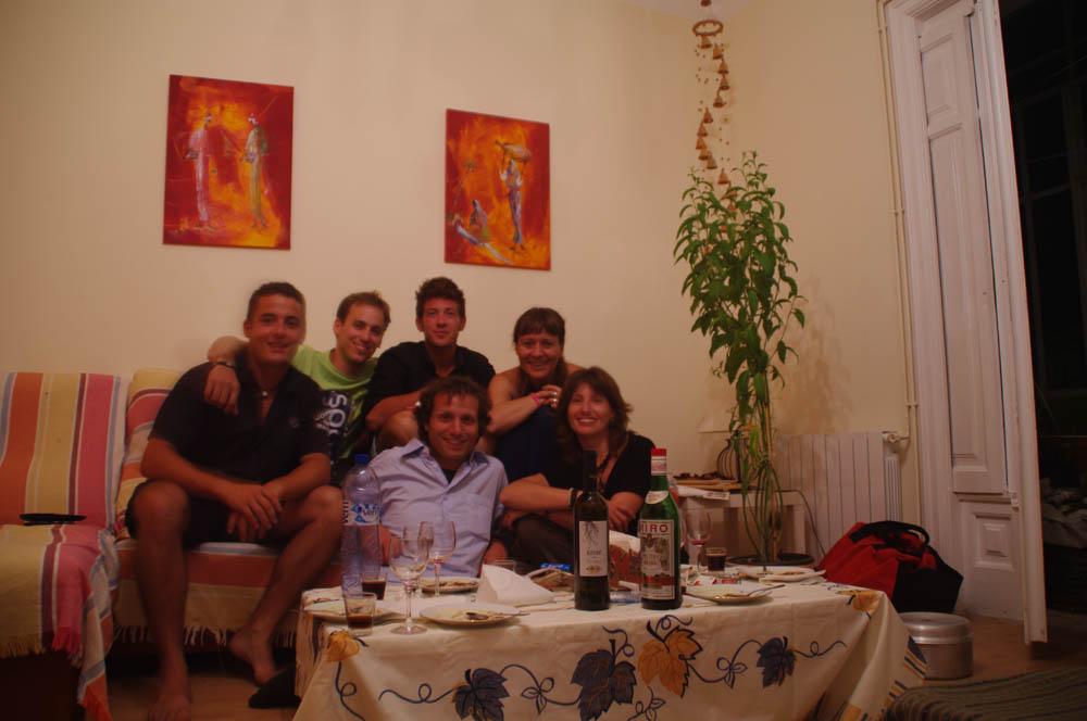 Reus, España. Gemma nous offre une visite guidée de la ville et un excellent repas accompagné d'un bon vin espagnol