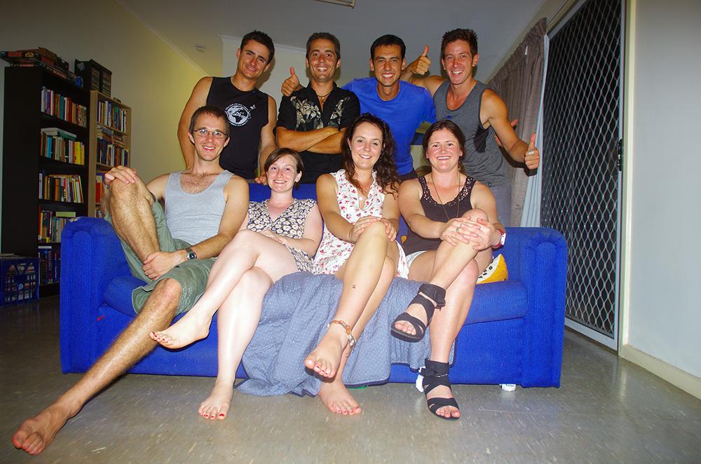 Katherine, Northern Territory, Australie : Jenny et Tom sont de jeunes professeurs dans cette communauté dont les enfants sont composés pour moitié d'aborigènes. Ils nous expliquent leur point de vue sur l'éducation et nous partageons d'intéressantes discussions sur ce qui ne tourne pas rond dans notre système. Ils nous font également part de leur rêve de s'installer en Tasmanie et de monter une école privée fidèle à leurs propres valeurs de l'éducation.