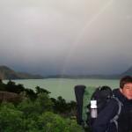 Arrivés à Puerto Natales nous laissons nos vélos en sécurité chez Mara et Anita et partons en stop équipés du strict minimum en direction du parc Torres del Paine. Sans oublier caméra, appareils photos, trépied...