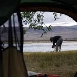 Contrairement aux pays chauds où nous avions l'habitude de nous lever à 6h30 le matin ici nous tardons à sortir de la tente. Nous quittons généralement le camp vers 11h et roulons plus tard le soir...