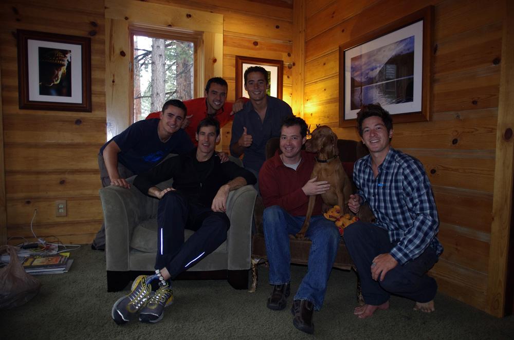 South Lake Tahoe, California, USA. Rick Gunn est un adolescent de quarante neuf ans. Aventurier, journaliste, photographe et écrivain nous n'avons pas besoin d'en dire plus pour vous faire comprendre l'intérêt que nous portions à ses histoires, son vécu et ses conseils. En plus d'être un excellent cuisinier il nous surprend par sa curiosité et son humilité. Avec son collocataire Erick, aussi photographe, ils nous reçoivent de la meilleure des manières et nous avons eu du mal à partir... Voir ses aventures sur www.soulcycler.com