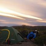 Nous venons de quitter la route australe et le Chili. Nous sommes de nouveau en Argentine et retrouvons le bitume et des journées sans pluies. Nous partons vers Bariloche et sortons petit à petit de la Patagonie...
