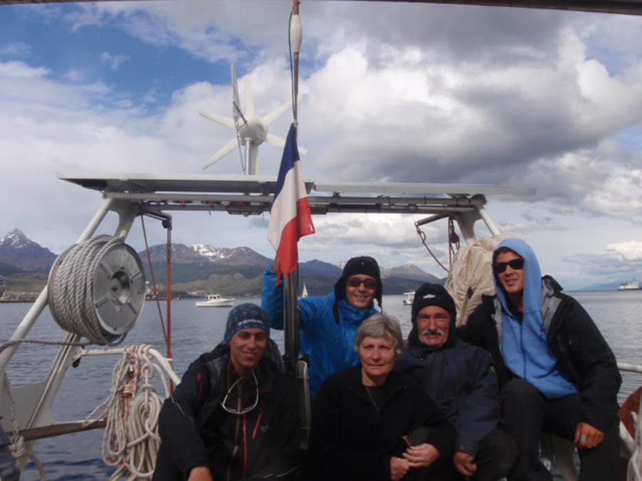 """Ushuaïa, Argentina. Daniel et Joëlle nous invitent à bord de leur superbe voilier en aluminium de 14m de long. C'est à bord de """"Ocean Respect"""" que nous allons partir en Antarctique... Merci, merci, merci...."""
