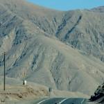 Les derniers km avant d'arriver dans la ville d'Antofagasta sont un régal. Après cette dernière montée, nous profitons de plus de 15km de descente :)