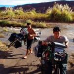Région de San Pedro de Atacama. Ici les rivières sont salées, mieux vaut porter les vélos.