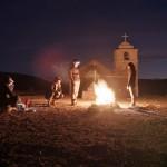 En bivouac, le feu réunit, réconforte, rassure, réchauffe, apaise...