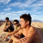Nous voici à quelques jours du départ vers le hautes montagnes de Bolivie. Nous passons des heures à discuter de l'itinéraire, des approvisionnements, à développer des idées pour lutter contre les nuits froides, à anticiper le rythme que nous allons avoir... mais ce nouveau challenge, comme le voyage, est un triple plaisir : l'attente, l'éblouissement et le souvenir.