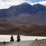 Nous tutoyons les sommets enneigés et nos vélos souffrent sur des pistes difficiles...