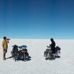 Salar de Uyuni. Du blanc à perte de vue. Nous avons entendus que des gens se seraient perdus, même en voiture, dans cette grande étendue de 12 500 km².