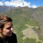 Mathilde, venue nous rendre visite depuis la France pendant 3 semaines, apprécie quelques temps de voyager avec nous. Elle est chanteuse lyrique au conservatoire de Lausanne en Suisse et a écrit, composé et chanté quelques unes des musiques que vous pouvez entendre dans nos vidéos.