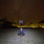 Le ciel d'Amazonie est bien souvent illuminé des plus belles étoiles. Ici, arrêtés pour la nuit dans une école, nous apprécions ce spectacle.