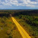 En Bolivie, le bassin Amazonien nous offre d'interminables lignes droites de plusieurs kilomètres à perte de vue. Parfois nous sommes lassés des paysages similaires pendant plusieurs jours…