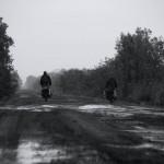 Pendant plusieurs jours, le temps n'est pas clément du tout. La pluie s'abat sur nous et la piste devient un terrain boueux difficilement praticable.