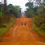 Nous approchons de la frontière avec le Brésil et la piste commence à se faire vallonnée. C'est le début d'une série interminable de montagnes russes…