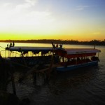 Guajara-Mirim, Frontière Bolivie – Brésil. Ici, de nombreux bateaux font les allers-retours entre les deux pays sur le Rio Mamoré. C'est une zone franche et les Brésiliens viennent souvent ici pour acheter du matériel bon marché.