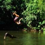 Au début de la Transamazonienne, nous en profitons pour prendre des pauses ludiques alors que la chaleur est écrasante. Ce n'est pas pour rien que l'Amazonie est le premier réservoir d'eau douce à l'état liquide au monde !