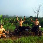 Le 29 Août 2011, en plein milieu du parc national Amazonia, nous fêtons les un an du départ. Nous sortons enfin de la jungle ce jour là. Cela marque donc un grand achèvement à plusieurs titres !