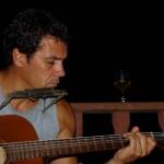 Patrick, un américano-brésilien, est enseignant chercheur à l'université de Santarem. Sportif, musicien, aventurier, il vit à Alter do Chão et nous garde nos affaires à l'abris chez lui tandis que nous dormons sur la plage. Nous nous entendons très bien et passons de nombreuses soirées sur sa terrasse ou encore sur la plage à discuter de son passé au Gabon, de son année en France ou encore de sa vie au Brésil. Il nous confie qu'il est un peu jaloux de notre aventure et que s'il pouvait il partirait avec nous demain… Nous espérons le retrouver à notre retour en France en 2013… il nous assure que c'est fortement possible…
