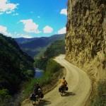 Le bon côté de cette région montagneuse des Yungas en Bolivie est que nous pouvons, pour la première fois depuis la Patagonie, profiter à foison de l'eau qui coule de la montagne.