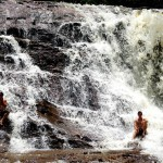 Sur la route vers le Venezuela, nous croisons de nombreuses cascades qui rafraîchissent nos journées dans ce climat bien chaud. Une bénédiction pour nous !