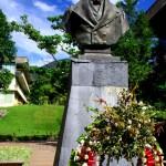 """Une statue du liberateur de l'occupation espagnole, Simon Bolivar, trône dans une des allées principales. Cet homme est adulé dans ce pays. Rares sont les villes qui n'ont pas leur place principale à son effigie. La monnaie est le bolivar, et le nom officiel du pays est """"Republica Bolivariana de Venezuela""""."""