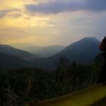 Quelques kilomètres seulement manquent pour atteindre la Colombie. Nous contemplons le paysage une dernière fois lors d'une pause dans la descente vers de nouvelles aventures...