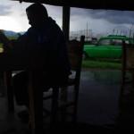 30km avant la ville d'Ocaña nous sommes contraints de nous arrêter tellement la pluie est violente. Nous profitons de cet abri pour nous réchauffer et nous replonger dans nos lectures du soir.